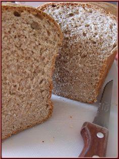 Bonjour, aujourd'hui je vous propose une recette de pain de mie complet, j'avais de la levure fraîche périmée de la veille et je cherchais donc une recette pour l'écouler. J'ai donc cherché dans mes recettes « a tester » et cette recette m'a fait du gringue,...
