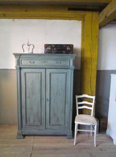 Geschilderd in het Old Blue uit de krijtverf lijn van Were Home met een antique finish
