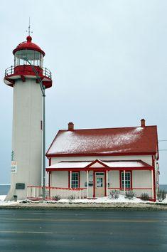 Matane Lighthouse, Quebec, Canada                                                                                                                                                                                 More Clique aqui http://mundodeviagens.com/promocoes-de-viagens/ para aproveitar agora Viagens em Promoção!