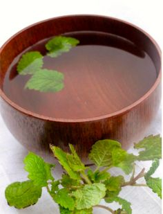 How to Make Lemon Balm Tea for Insomnia. This will help you enhance sleep, reduce stress, relieve anxiety, soothe indigestion, promote faster healing of cold sores.Great as a base or just add lemon balm to smoothie. Natural Home Remedies, Herbal Remedies, Health Remedies, Holistic Remedies, Healing Herbs, Natural Healing, Natural Medicine, Herbal Medicine, Health And Beauty Tips