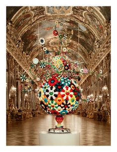.Takashi Murakami, Flower Matango, 2001-2006.    The Hall of Mirrors, Château de Versailles, 2010.