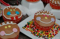 Christmas Cupcakes: Gingerbread Boys and Girls :: Click on photo for Instructions from HoosierHomemade.com