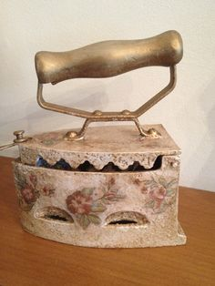 Vintage παλιο σιδερο -με τεχνικη ντεκουπαζ και ζωγραφικη με πατινα