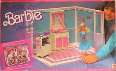 barbie flip n fold kitchen (maybe? Dreamhouse Barbie, Barbie Doll House, Barbie Dream House, Vintage Barbie, Barbie 80s, Vintage Toys, Barbie Dolls, Barbie Stuff, Barbie Clothes
