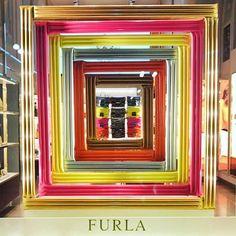 WEBSTA @ we_love_retail - 2017 | FURLA | ITALY | >Estética contemporánea y diseño italiano.  >Modern aesthetics and Italian design#retail #windowdisplay #shoppers #weloveretail #visualmerchandising #arquiteturacomercial #furla #italy