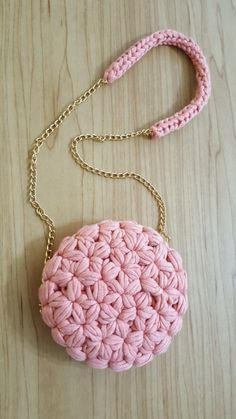 Crochet Bags: Fashionable Ideas for All .- Сумки в'язані гачком: модні ідеї на всі вип… Crochet Bags: Fashionable Ideas for All Occasions Bag Crochet, Crochet Purse Patterns, Crochet Shell Stitch, Crochet Clutch, Crochet Handbags, Crochet Purses, Crochet Triangle, Crochet Circles, Crochet Shoulder Bags
