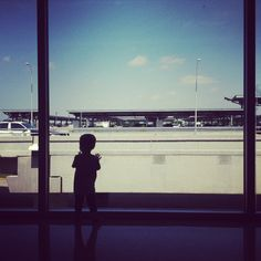 10 ways to entertain a toddler on a plane (so you can fly to, say, the UK!)