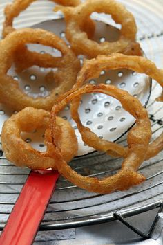 Hooter's Onion Rings - fry up a batch at home!