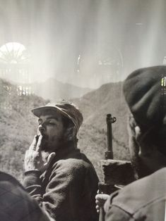 Che Guevara and Fidel Castro Photographs Cuba, Che Guevara Images, Ernesto Che Guevara, Fidel Castro, Free Mind, Freedom Fighters, Jim Morrison, Guerrilla, Popular Culture