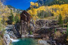 Montañas Rocosas (Colorado) - Cabaña Crystal Mill en el río Crystal.