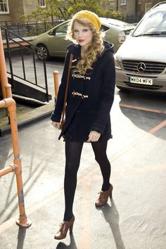 Taylor Swift Pea Coat  Taylor looked ready for fall in a toggle fastened navy blue pea coat. She completed her look with lace up ankle boots and a knit beanie.