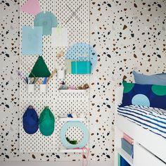 Lucrurile mici îți fac viața mai frumoasă - atunci când sunt toate la locul lor. Panoul SKÅDIS te poate ajuta să îți menții camera mai ordonată și este potrivit nevoilor tale. Kids Truck Bed, Kids Bedroom, Bedroom Decor, Scared Of The Dark, Rainbow Room, Kid Beds, Simple Designs, Cartoon Shows, Ikea