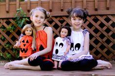 Halloween Doll Dresses (no-sew!) – Sugar Bee Crafts Halloween Doll Dresses (no-sew! Girl Doll Clothes, Sewing Clothes, Girl Dolls, Dress Sewing, Ag Dolls, Halloween Doll, Halloween Dress, Halloween Tricks, Halloween Crafts