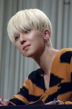 Minho Winner, Winner Kpop, Song Minho, Layered Fashion, Fandom, The Girl Who, Yg Entertainment, Chanyeol, Boy Bands