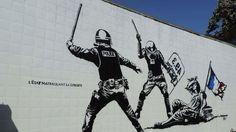 Vous l'avez peut etre manqué, mais dans le cadre du festival de street art de Grenoble, un fresque mettant en scène deux policiers matraques en l'air, l'un portant un bouclier sur lequel est inscrit « 49.3 », une Marianne à terre. Cette fresque est menacée de censure par toujours la même personne, M....
