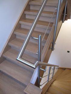 #balustrade aan de binnenkant #trap 2 verdiepingen omhoog in #België De zijmontage is ideaal in deze kleine ruimte #Lumigrip
