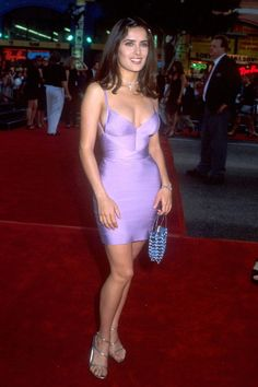 July 1998 — Salma Hayek wearing a lilac bodycon dress Salma Hayek Hair, Salma Hayek Style, Salma Hayek Body, Salma Hayek Young, Outfits 90s, Salma Hayek Pictures, 90s Fashion, Fashion Outfits, Dress Fashion