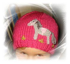 Strickmütze mit Pferde-Häkelapplikation, crochet horse www.savoe-design.de