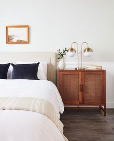 Decor like a pro with these bedroom design ideas! The home design ideas to have the dreamlike bedroom you've ever wanted! Master Bedroom Design, Home Decor Bedroom, Modern Bedroom, Bedroom Furniture, Home Furniture, Bedroom Designs, Master Bedrooms, Bedroom Ideas, Diy Bedroom