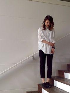 ホワイトシャツ×きれいめパンツ