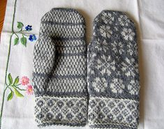 FREE PATTERN ♥ 3300 FREE patterns to knit ♥ http://pinterest.com/DUTCHYLADY/share-the-best-free-patterns-to-knit/