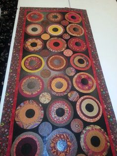 This Floor Quilt will go at my front door. I think I will teach this at quilt Fest 2014 at Davis Convention Center. Painted Floor Cloths, Stencil Concrete, Diy Rugs, Penny Rugs, Try Something New, Quilting Projects, Rug Making, Sewing Ideas, Wool Rug
