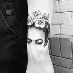 Tattoos Frida Kahlo for empowered women: See 57 photos of the most beautiful models, styles and tattoos inspirations for feminist women. Tattoo Girls, Mom Tattoos, Trendy Tattoos, Future Tattoos, Body Art Tattoos, Tatoos, Frida Tattoo, Frida Kahlo Tattoos, Piercings