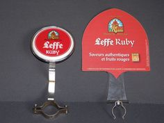 2 PLAQUES SUPPORT POMPE A BIERE LEFFE RUBY DECO BAR COLLECTION