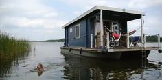 "kids do anythang to ""get away"" Pontoon Houseboat, Pontoon Boat, Dock House, Tiny House Cabin, Trailerable Houseboats, Shanty Boat, Unusual Homes, Floating House, Boat Stuff"