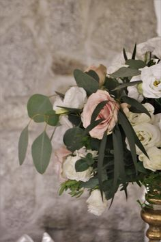 pudrowe kwiaty, złoto - Piękna i Bestia Wedding Beauty, Beauty And The Beast, Plant Leaves, Plants, Beast, Plant, Planets