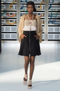 Chanel Spring 2017 Ready-to-Wear Fashion Show - Maria Borges (Women)