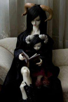 I want these goth dolls!!!!!!!!
