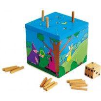 Gesellschaftsspiel Würfelspiel Hexentanz. In diesem bunt gestalteten Würfel steckt sehr viel mehr... Es ist ein Steckspie für die ganze Familie. Mit viel Spannung und einer guten Strategiekommt der Cleverste ans Ziel. ca. 10 x 10 x 10 cm