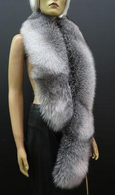 Kožešinové štoly a boa - exkluzivní a honosné Fur Coat, Jackets, Fashion, Down Jackets, Moda, Fashion Styles, Fashion Illustrations, Fur Coats, Fur Collar Coat