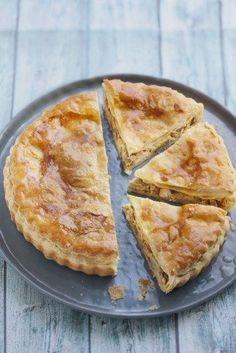 Chicken, mushroom and bacon pie - tourte champignon - Hühnerrezepte Quiches, Tart Recipes, Cooking Recipes, Drink Recipes, Bacon Pie, Bacon Bacon, Savory Tart, Breakfast Items, Mushroom Recipes