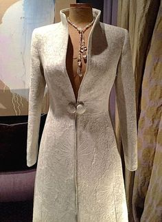 This stunning coat is part of collaboration between British fashion designer Katherine Hooker and de Le Cuona # Fashion design Fashion and Interiors Meet in Style at de Le Cuona Couture Fashion, Hijab Fashion, Fashion Dresses, Mode Mantel, Vetement Fashion, British Style, British Fashion, Mode Outfits, Coat Dress