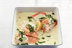 Zalmfilet met basilicum-roomsaus – Spicial Sea Food Salmon Recipes, Fish Recipes, Seafood Recipes, Dinner Recipes, Healthy Recipes, Salmon Dishes, Fish Dishes, I Love Food, Good Food