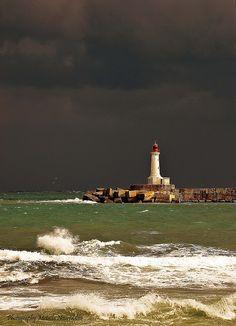 Phare Rouge  entrée du port de Skikda  Jour de Pluie - Algérie ,,,