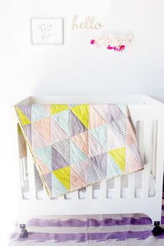 Find some of the cutest baby quilt patterns you have ever see! This collection of free baby quilt patterns contains printable patterns, crib quilts, and more. Triangle Quilt Tutorials, Triangle Quilt Pattern, Quilting Tutorials, Quilting Projects, Diy Quilting, Triangle Print, Sewing Projects, Free Baby Quilt Patterns, Free Pattern