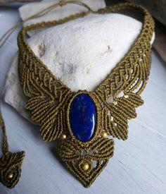 Collier micro macramé avec lapis lazuli   #macrame  #bijoux  #lapislazuli  #bleu  #gemstone  #macramejewelry  https://www.etsy.com/fr/listing/580914510/collier-micro-macrame-et-lapis-lazuli