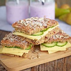 Matbröd med nyttigheter som ger energi och passar fint på utflykten. Raw Food Recipes, Baking Recipes, Healthy Recipes, Savoury Baking, Bread Baking, Scandinavian Food, Bagan, Swedish Recipes, Bread And Pastries