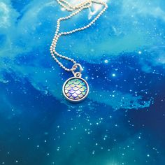 This magical necklace is super cute! Features blue iridescent mermaid scales that shimmer in the light. Each color shifting piece is set in a petite 13 mm frame