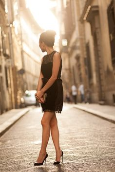 The lighting is a great finishing touch to an already great photo of the little black dress