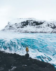 Everything about this photo is awesome! @richkattt is the mintestest dude who would always climb around all those rocks that obligatory yellow raincoat by @cintamani_iceland and this huuuuge glacier that is the real star in that frame. And yes the color i