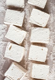 Homemade marshmallows can spruce up hot chocolate, Irish coffees, or be served plain with chocolate for a wintery menu item Recipes With Marshmallows, Homemade Marshmallows, Homemade Candies, Marshmallow Recipes, Gourmet Marshmallow, Yummy Treats, Sweet Treats, Yummy Food, Candy Making