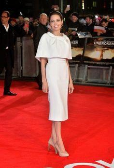 Angelina Jolie, en la premiere de Unbroken, perfecta con un vestido blanco y capa/bolero de Ralph & Russo Alta Costura primavera 2014.