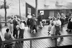 Midsummer madness: 12 retro juhannus photos that show how Finns partied in the past People Dancing, Old Pictures, Cottage Style, Finland, The Past, Old Things, In This Moment, Composers, Dance