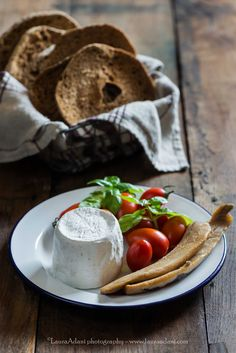 friselle con aringa pomodori e caprino