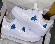 Cute Nike Shoes, Cute Nikes, Cute Sneakers, Sneakers Nike, Jordan Shoes Girls, Girls Shoes, Air Force One Custom, Butterfly Shoes, Nike Shoes Air Force