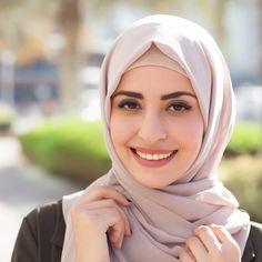 "Not ashamed. The first whisper reads, ""Wearing a hijab helps me feel safe . I feel like my hijab is protecting me from all bad that can come from the ou…"" Outfit Essentials, Beautiful Muslim Women, Beautiful Hijab, Arab Girls, Muslim Girls, Muslim Fashion, Hijab Fashion, Fashion Muslimah, Metal Clay"